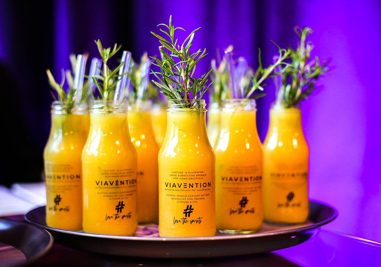 Branded Cocktails: VIAVENTION - Personalkonferenz für Autohäuser - Unsere fertigen Cocktails mit Deinem Logo